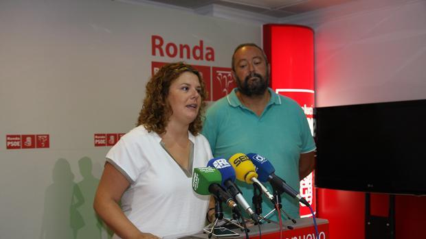 Teresa Valdenebro, junto a su exconcejal y padre de la novia de la polémica boda