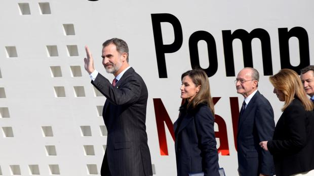 Los Reyes de España a la llegada al Centre Pompidou Málaga