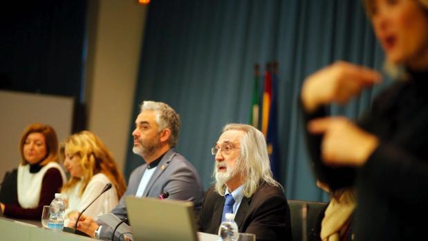 Imagen de la mesa con los organizadores del acto