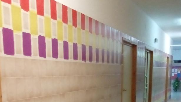 La pintura del pasillo del colegio de Jaén con los colores de la bandera republicana