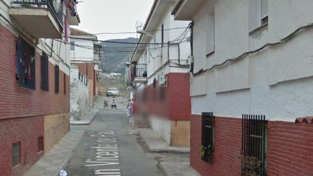 Calle de Motril en la que ha aparecido el cuerpo sin vida del hombre