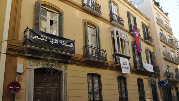 Fachada exterior del palacete «okupado» de Málaga, gestionado por «La Invisible»