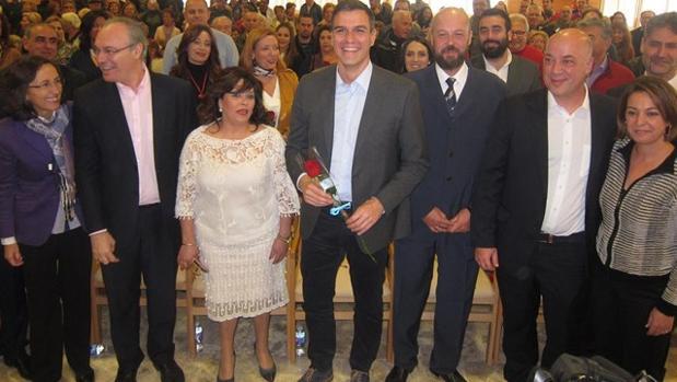 La directiva de la fundación acompañada junto a Pedro Sánchez en una visita a las instalaciones
