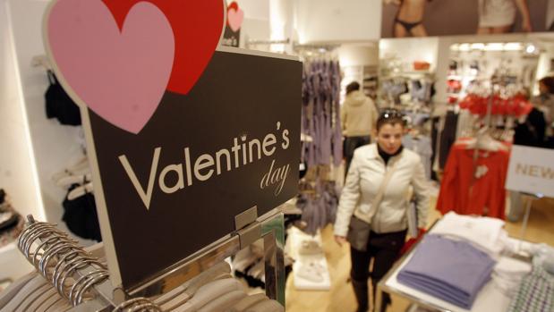 Cartel de San Valentín en una tienda de Córdoba