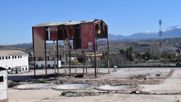 Los restos de lo que fue la fábrica de Cárnicas Molina, empresa beneficiaria del primer ERE sospechoso tras el de Mercasevilla