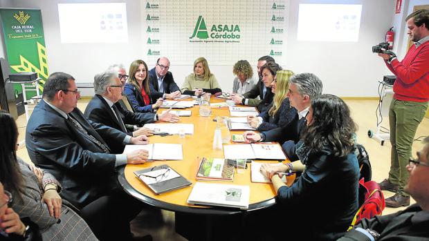 Reunión entre miembros de Asaja Córdoba y del Partido Popular para hablar del campo