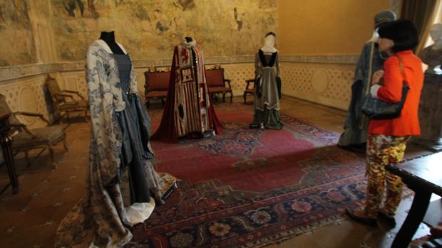 Trajes en la exposición sobre Isabel la Católica que se celebró en Sevilla