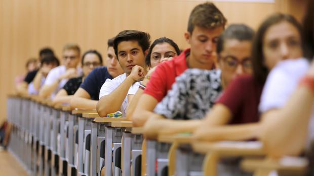 Estudiantes en una de las pruebas de Selectividad