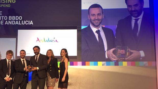 Francisco Javier Fernández, consejero de Turismo, recoge el galardón