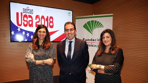 El director general de la Fundación Unicaja, Sergio Corral, flanquado por Sara Merino, de Aston Herencia, y Ana Cabrera, responsable de la unidad de Solidaridad Social y Educación de la Fundación