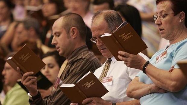 Testigos de Jehová, en una asamblea.