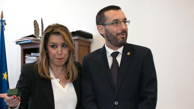 El alcalde de la Línea, Juan Franco, junto a Susana Díaz