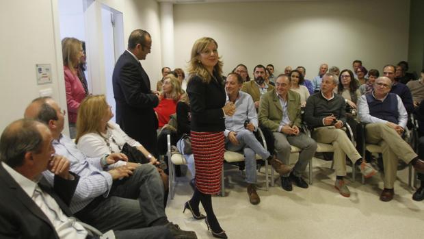 La consejera Marina Álvarez reunida con médicos del distrito Sanitario Córdoba Guadalquivir