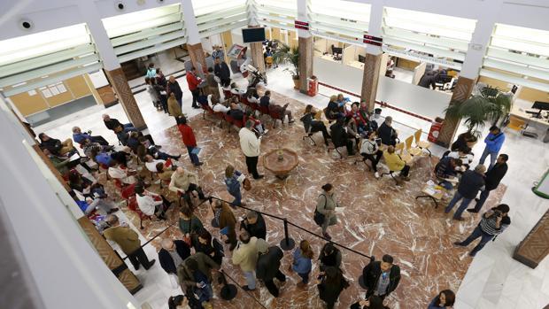 Los trabajadores desconvocan la huelga de la oficina de for Oficinas atencion al ciudadano madrid
