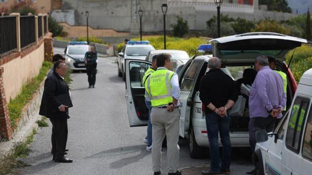 Registro policial en Talará, el municipio de Granada donde fue asesinado el bebé
