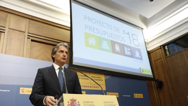 El ministro de Fomento, Íñigo de la Serna, en una comparecencia de prensa sobre los Presupuestos de 2018