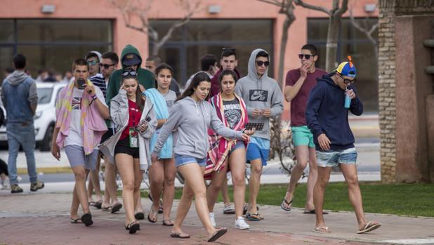 Jóvenes portugueses llegan a los hoteles de Punta Umbría para celebrar el III Festival Village