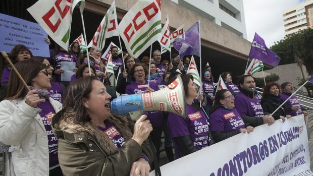 Protesta de las monitoras en Málaga el miércoles ante la Delegación de Educación