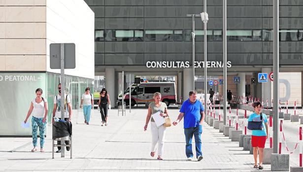 Acceso a las consultas externas de un hospital granadino