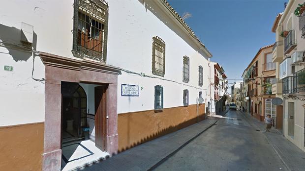 Fachada de la residencia Nueva Aurora, en Lucena