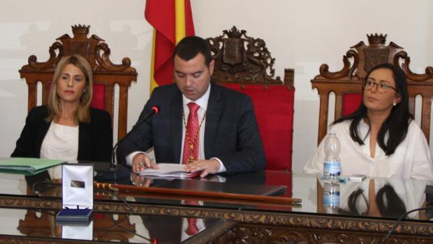 José Manuel Mármol, en el Salón de Plenos del Ayuntamiento de Priego de Córdoba