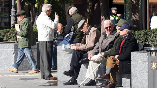 Un grupo de ancianos en Las Tendillas