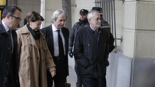 Piden que se investigue la documentación de la defensa de José Antonio Griñán