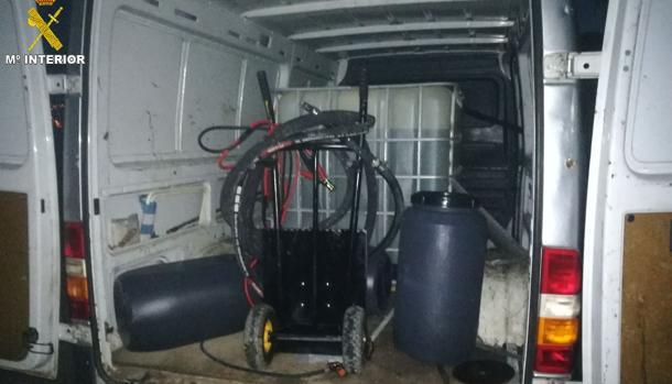 Imagen facilitada por la Guardia Civil de la furgoneta interceptada en esta operación.