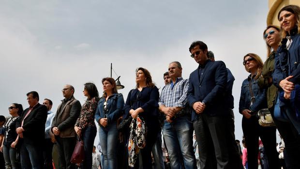 Vecinos concentrados en Balerma en repulsa por el menor asesinado por su padre