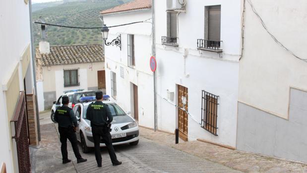 La Guardia Civil custodia la casa en que se produjo el homicidio