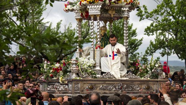 Procesión de la Virgen de la Cabeza por el poblado del cerro
