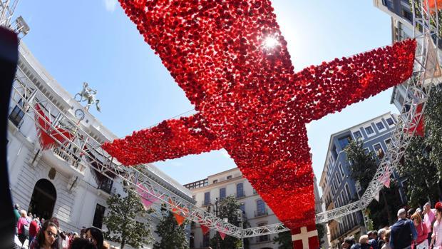 Cruz de mayo de la plaza del Carmen de Granada que ha conseguido el primer premio