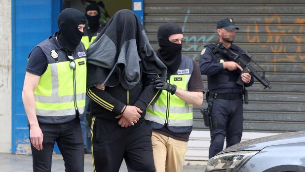 Detención del marido terrorista que le enviaba dinero desde Siria