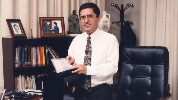 Antonio Torres García, en una foto de archivo de cuando era alcalde de Lebrija en 2002