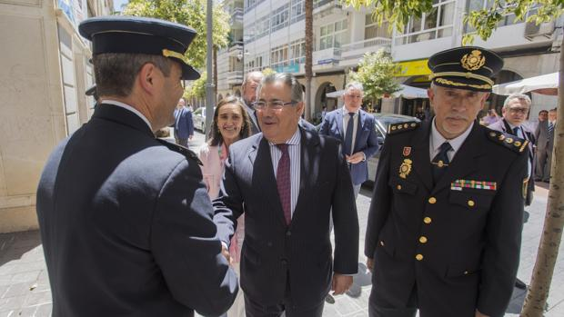El ministro del Interior Juan Ignacio Zoido visita la exposición «La victoria de la libertad : la Policia Nacional contra el terrorismo» en Huelva