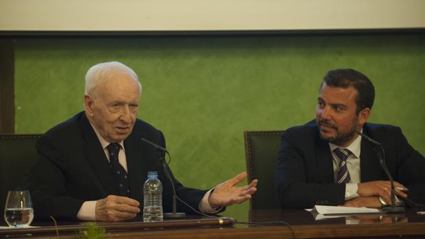 Leopoldo Abadía junto a Fernando del Valle en los Encuentros ABC