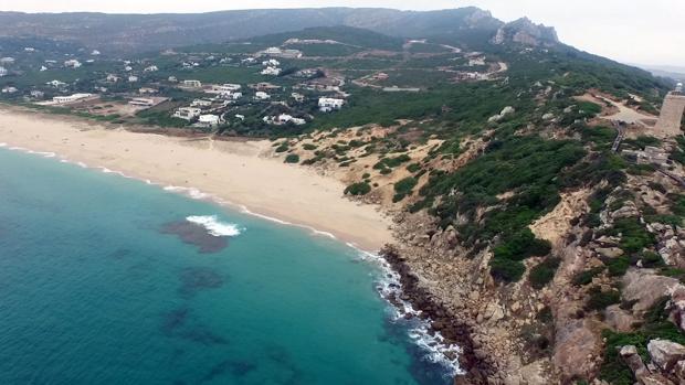 Imagen parcial del litoral de Tarifa, con zonas muy escarpadas