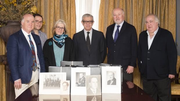 Momento posterior a la firma del acuerdo de adquisición de los fondos bibliográficos