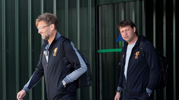 Klopp, entrenador del Liverpool, a su salida del Aeropuerto de Málaga
