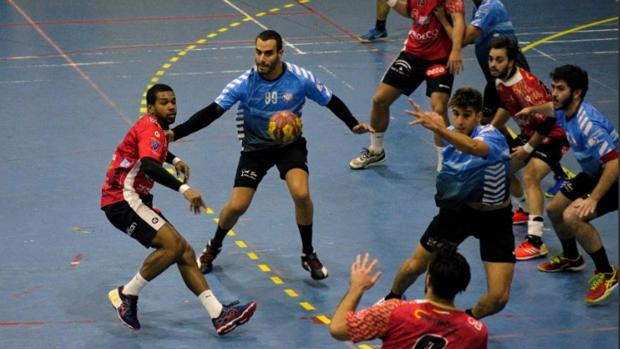 Acción ofensiva de Cajasur durante un duelo de la temporada regular