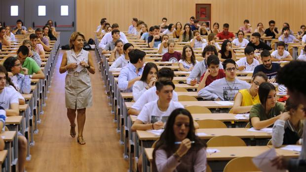 Los alumnos podrán presentarse hasta a un máximo de ocho exámenes para alcarnzar la nota necesaria