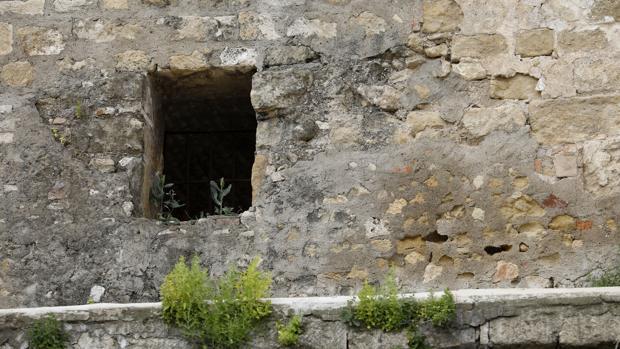 Estado actual de un detalle de la Puerta de Almodóvar
