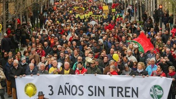Manifestación contra el aislamiento ferroviario en Granada.