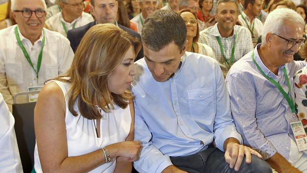 Susana Díaz, presidenta de la Junta de Andalucía, y Pedro Sánchez, presidente del Gobierno español
