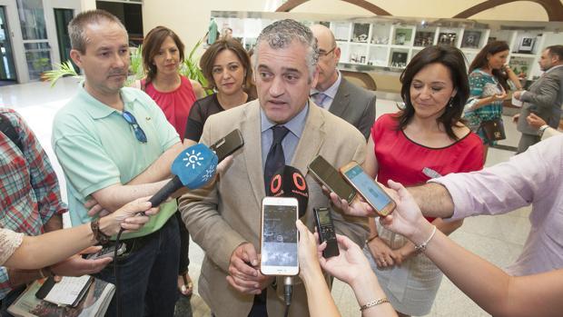 El consejero de Empleo,durante una visita a Córdoba el pasado verano