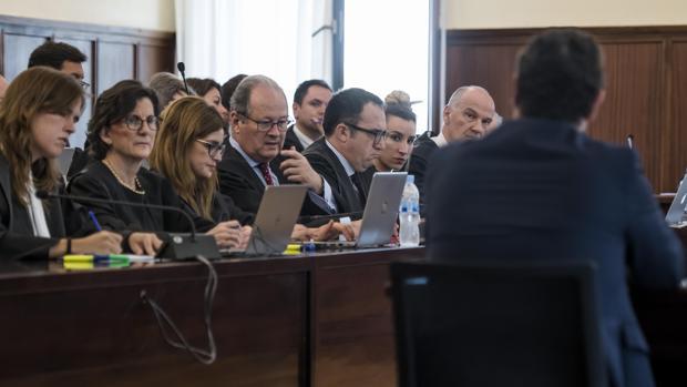 Ignacio García Revilla, de espaldas, continúa su declaración en el juicio de la pieza política del caso ERE