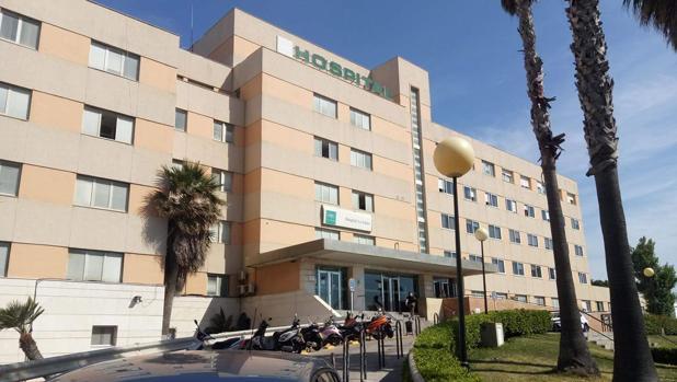 Imagen del hospital de La Línea, donde permanece ingresado el herido