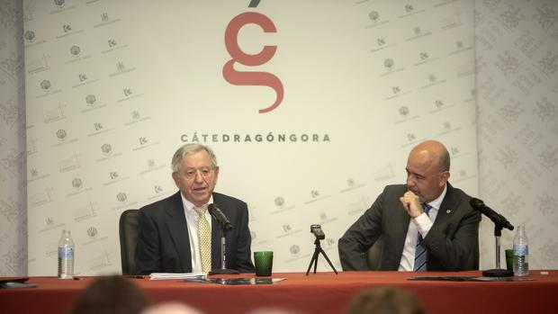 Antonio Carreño en el uso de la palabra junto a Joaquín Roses, que lo presentó