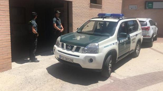 La Guardia Civil, durante el operativo para retirar la custodia al padre de Granada.