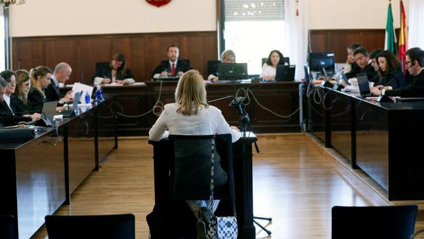 La auditora de la Cámara de Cuentas Nuria Mendoza, el lunes en el juicio del caso ERE